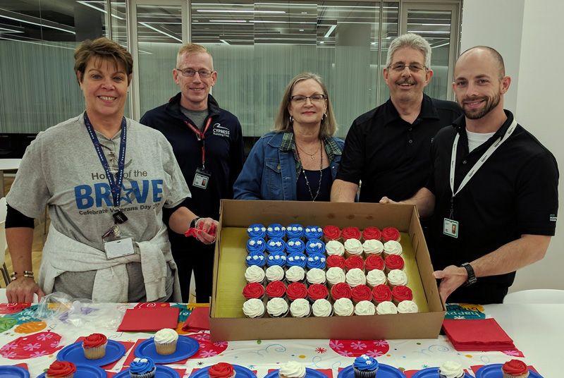Veterans-Day-cupcakes.jpg