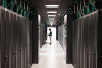 Höchstleistungsrechenzentrum Stuttgart und HPE bauen weltweit schnellsten Supercomputer für industrielle Produktion