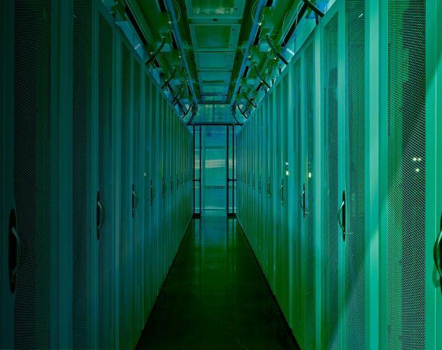 hpe-green-data-center-m.jpg