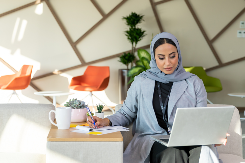 Did you know that the SMB mobile workforce has now more than doubled?  Pre-pandemic, 24% of the SMB global workforce was mobile. Today, that number has jumped to 51% within small businesses and 47% in midmarket firms.1