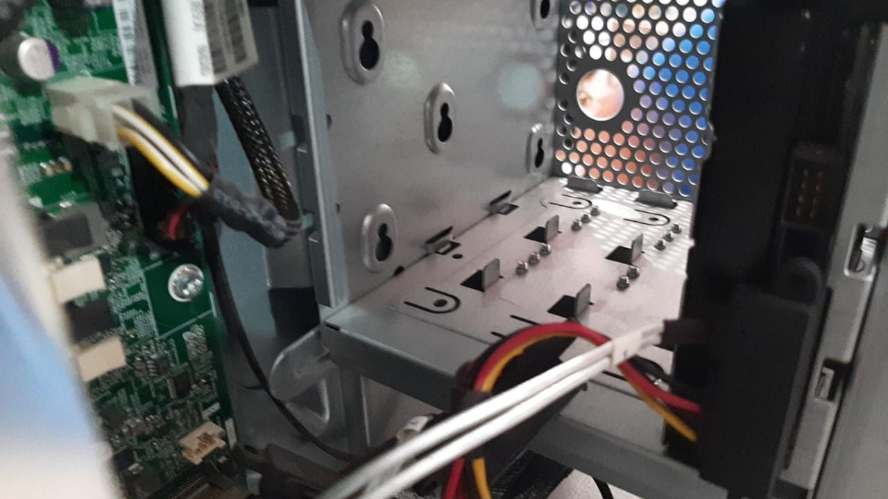 ML110 GEN9 A.jpeg