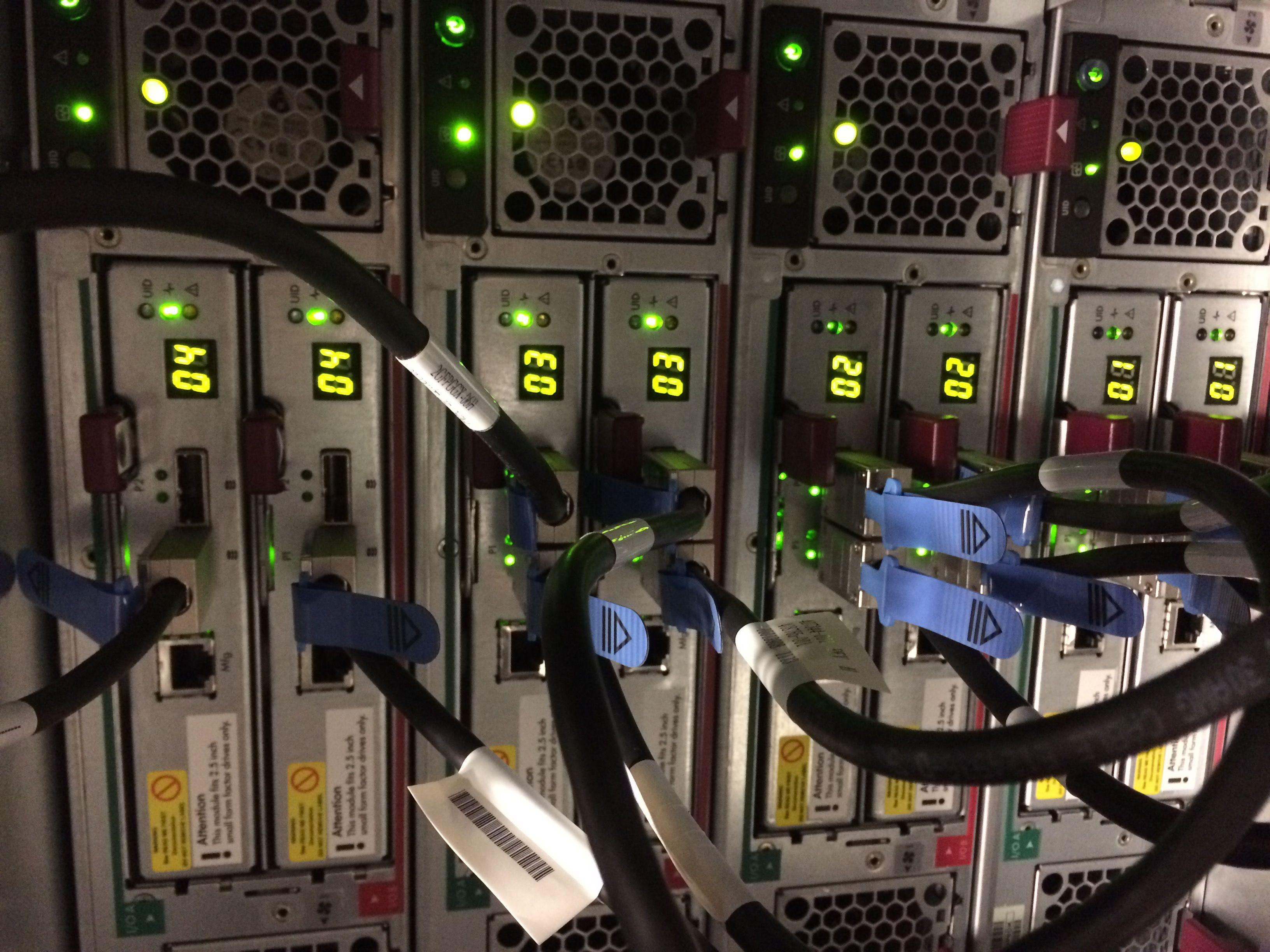 4x Storage Works D2700 Disk Enclosure (AJ941A)