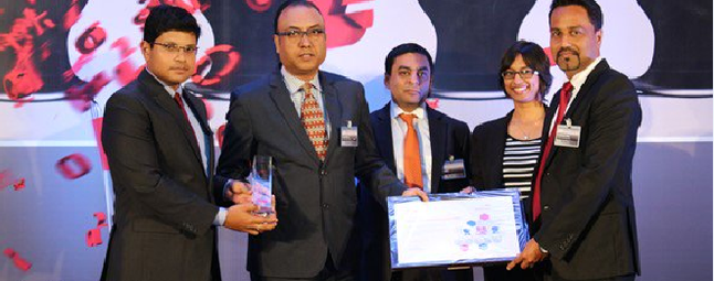 """Receiving the """"Best Employer 2016"""" Award on behalf of HPE India"""