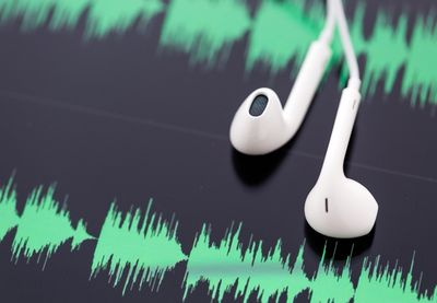 Earbuds audio wave 800x554.jpg