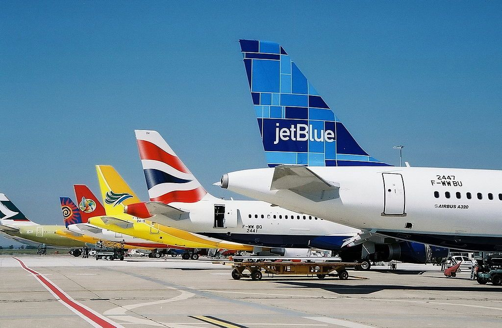 Airbus_A320-200_JetBlue_(JBU)_F-WWBU_-_MSN_2447_-_Will_be_N612JB_-_Named_Blue_Look_Maahvelous_(3471404610).jpg