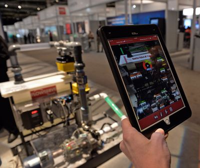 Augmented Reality hilft bei der Wartung einer Flowserve-Pumpe