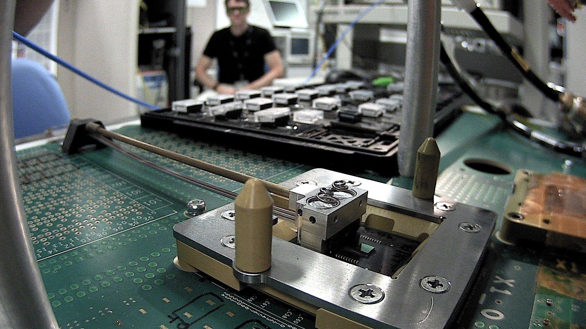 """Das Photonics Interconnect Module X1 auf dem """"Kraken"""" Teststand der Silicon Design Labs von Hewlett Packard"""