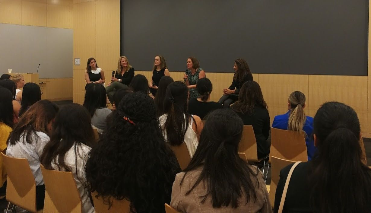 Panel of executive HPE women discussing their career paths