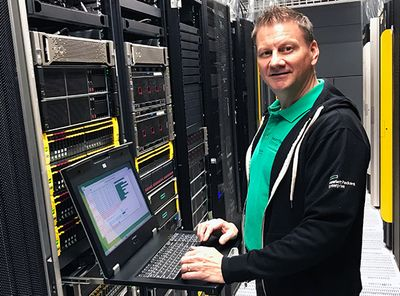 HPE 2x1E16 KVM Console with HPE TFT 7600 RKM