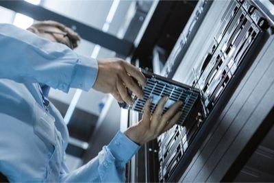 hpe-hard-disk-drive-server-refresh_shutterstock_725365642_BLOG.jpg