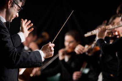 conductordirectingsympho_273934.jpg
