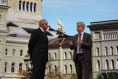 BIT-Direktor Giovanni Conti (rechts) im Gespräch mit Antonio Neri, Executive Vice President und General Manager von HPEs Enterprise Group, auf der HPE Discover in London