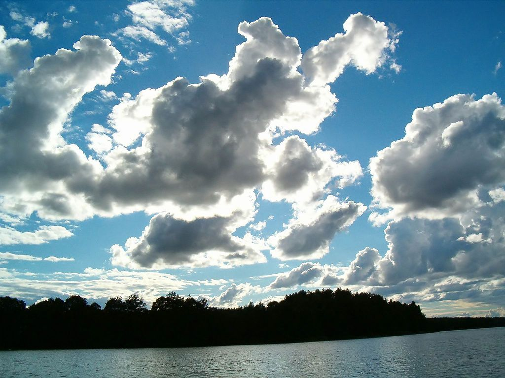1024px-Brosen_clouds_lake1.jpg