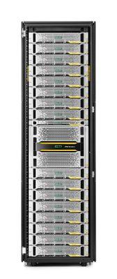 Der 3PAR StoreServ 9450 im Rack mit anderen Speicherlösungen.