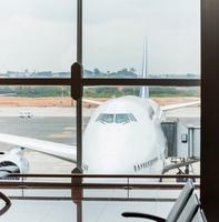Airplane_sitting_at_terminal.png